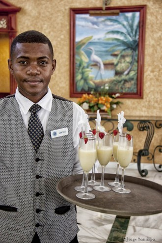 dominican_republic_waiter