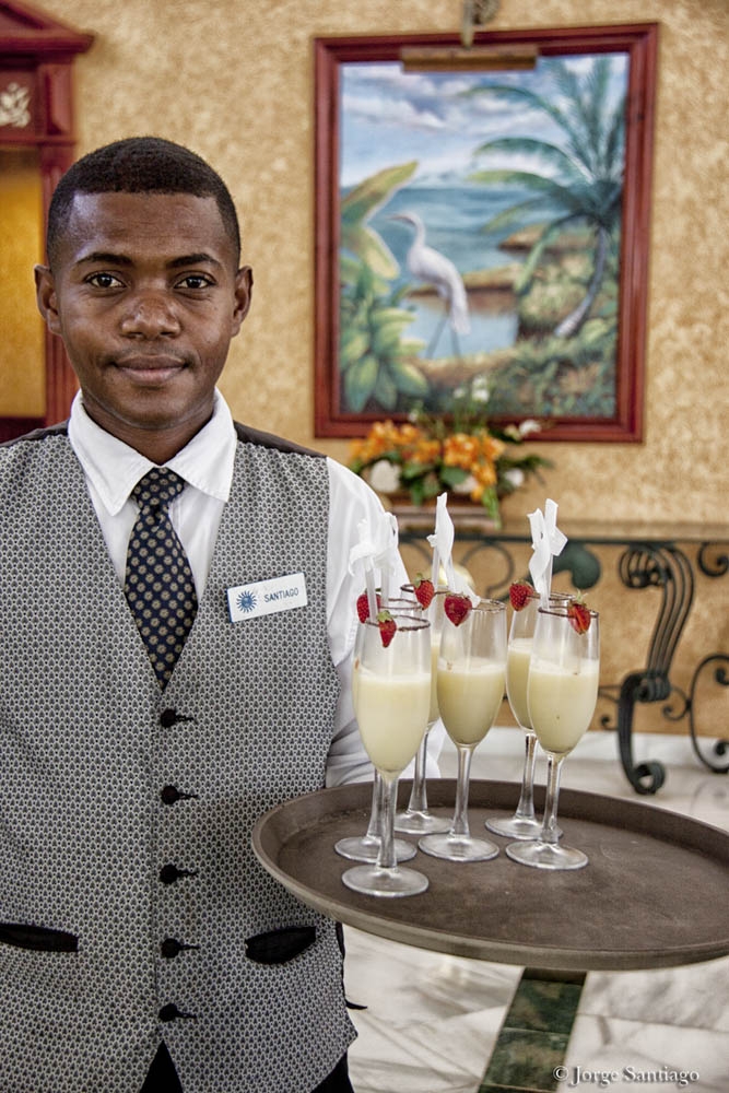 dominican_republic_waiter